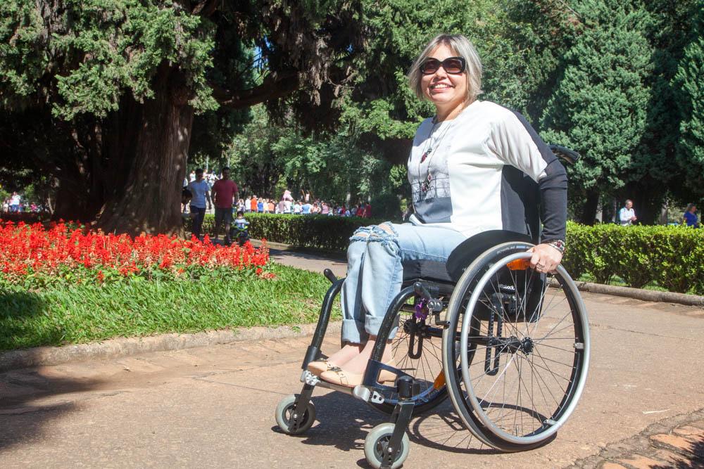 Cadeirante confortável e fashion: roupa adequada
