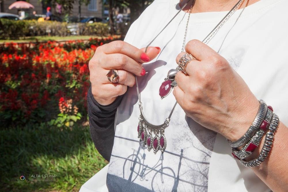 Estes colares e pulseiras são uma excelente aquisição, porque combinam com muitos tipos de roupa. E a cor marsala é linda, mas pode ser substituída pela sua cor de preferência!