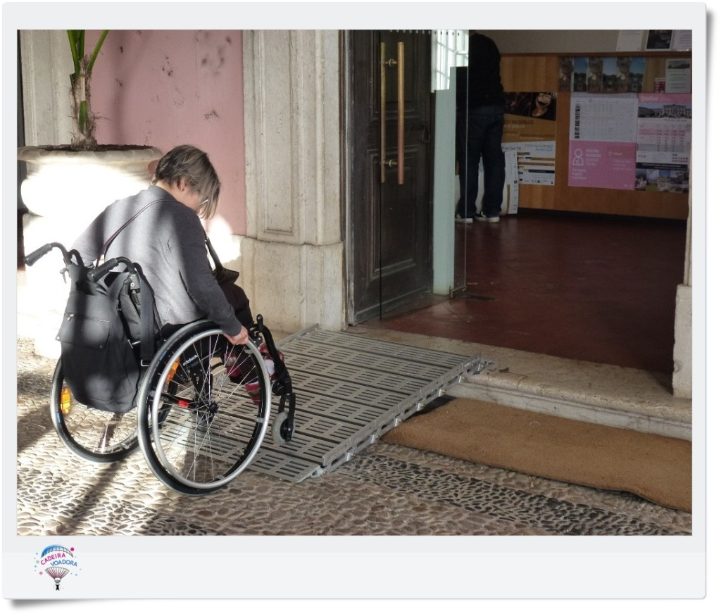 Rampa de metal na entrada da bilheteria do Palácio de Queluz