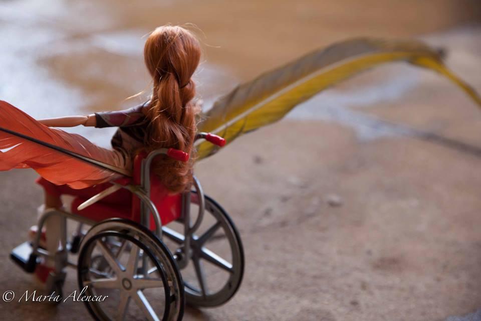 Tina Descolada é uma personagem criada pela psicóloga Marta Alencar a partir da boneca Bec