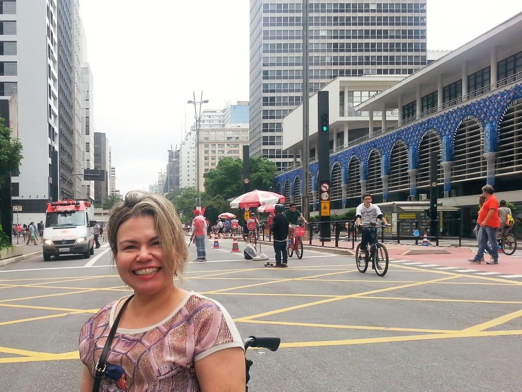 Domingão gostoso rodando pela Avenida Paulista, que fica fechada ao trânsito de automóveis nesse dia da semana.