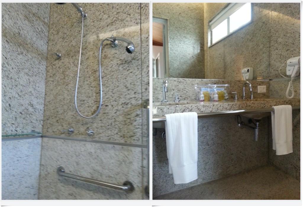 O banheiro é muito bom: amplo, com espaço para banho fechado, de modo que não fique alagado; ducha manual para banho, que pode ser apoiada na barra de segurança. Os lavatórios permitem aproximação frontal da cadeira, e o espelho é baixo o suficiente.