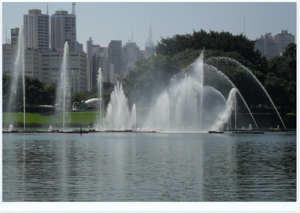 Mais uma foto do Ibirapuera, agora com as fontes.