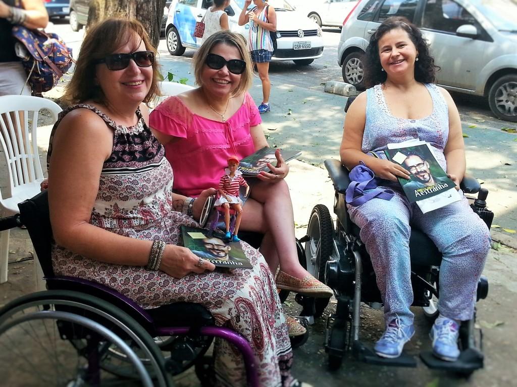 Estiveram presentes ao lançamento as queridas Ida (à esquerda) e Juliana (à direita).