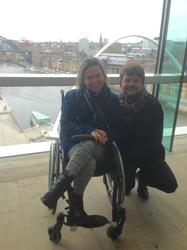 No meu primeiro fim de semana em Newcastle, recebi a visita de dois amigos queridos que vivem em Genebra. Na foto, estou com Jérôme na sala de observação do Baltic, no 5º andar.