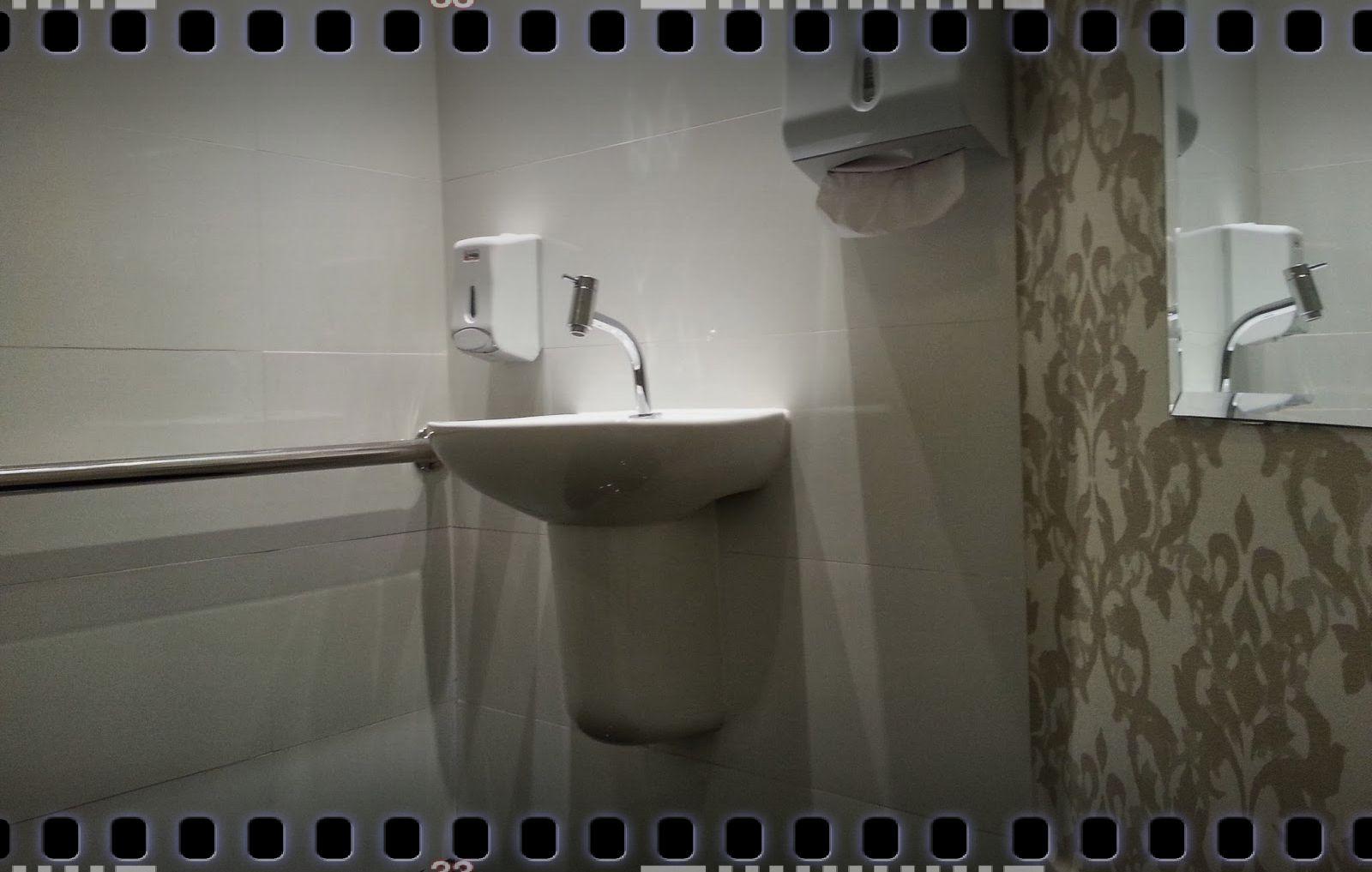 banheiro. Como ela faz questão de dizer todos são bem recebidos em #585244 1600x1017 Banheiro Cadeirante Abnt