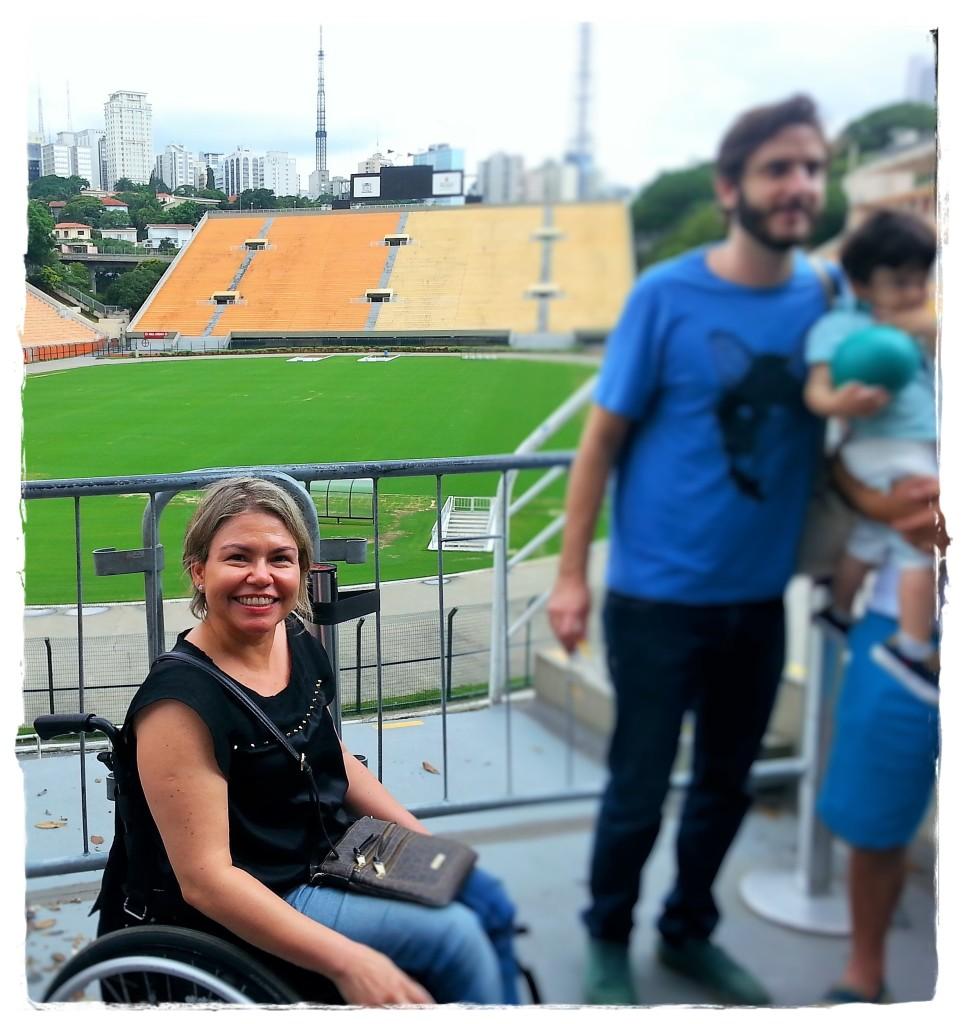 Em uma das salas, há uma varanda, localizada em plena arquibancada, de onde se vê todo o estádio. Bacana!