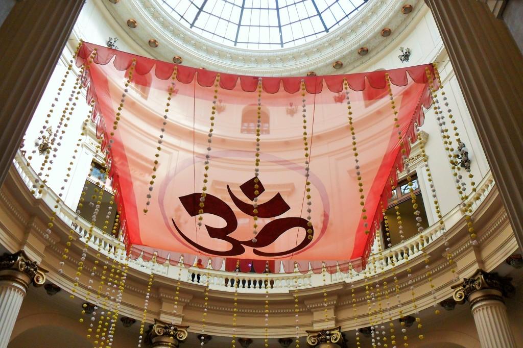 A bela cúpula durante exposição sobre a Índia. (Fotos pertencem ao acervo da Cadeira Voadora, exceto quando indicado)