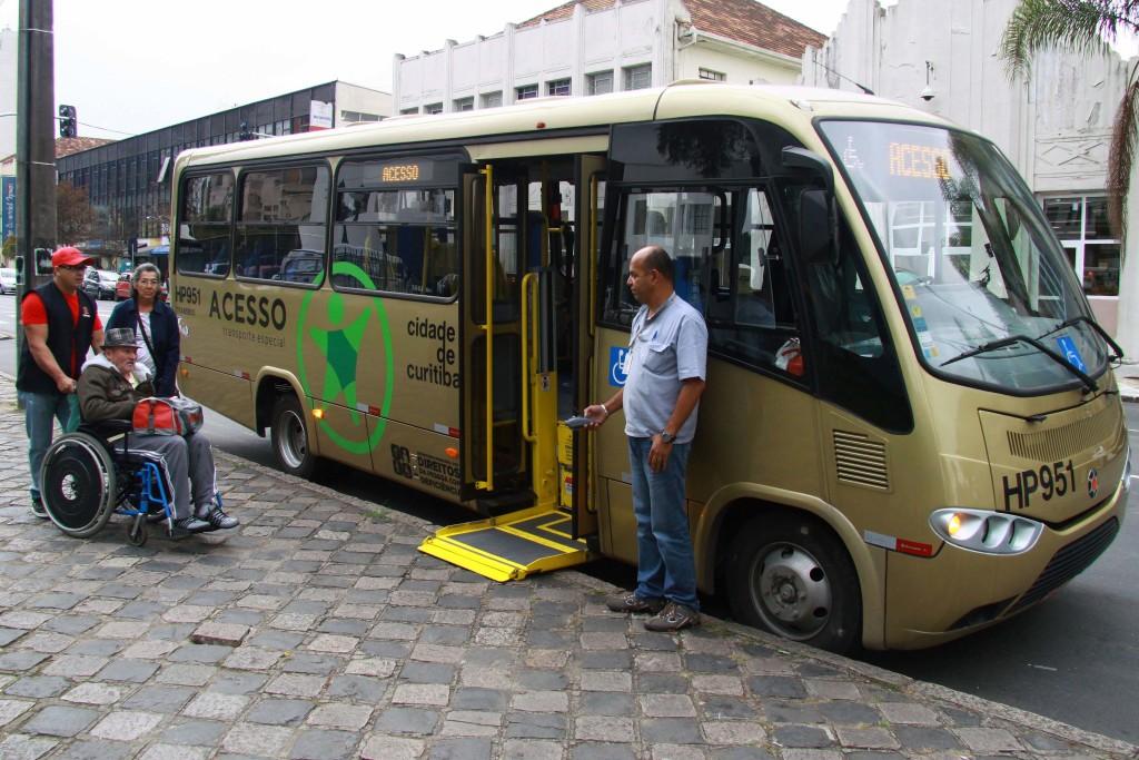 O serviço Acesso, de Curitiba, atende pessoas com deficiência que possuem condições restritas de mobilidade, autonomia ou comportamento. (Foto: Valdecir Galor/SMCS)