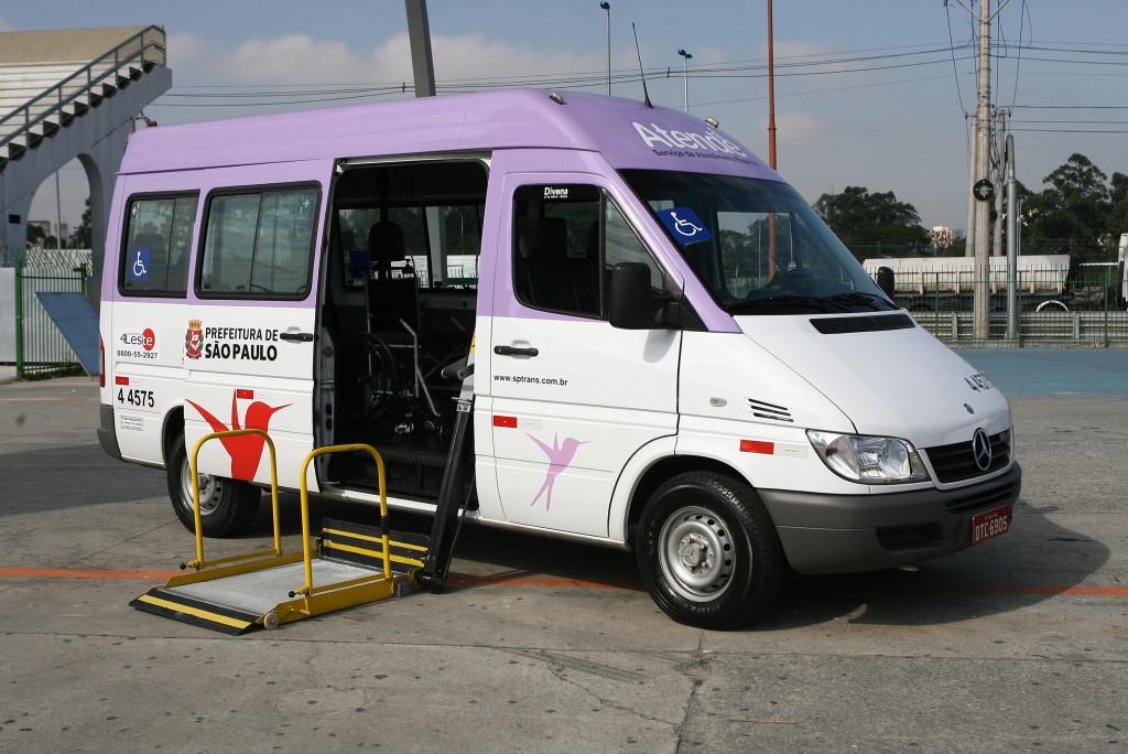 Vans do serviço Atende fazem transporte gratuito de pessoas com deficiência em São Paulo (Imagem retirada do site da Prefeitura de SP)