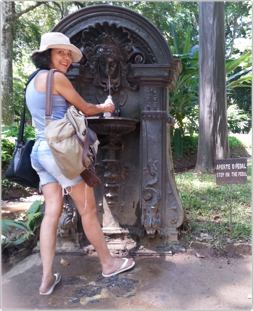 Uma fontezinha com água potável para vc encher sua garrafinha. Marta e eu aproveitamos, claro.