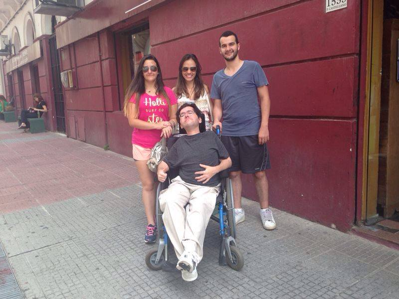Pedro passeia pela Ciudad Vieja com a família