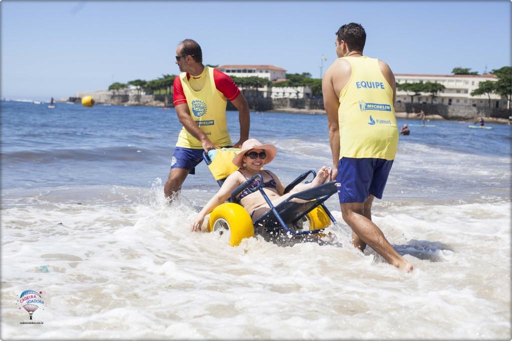 Entrando no mar com a cadeira anfíbia