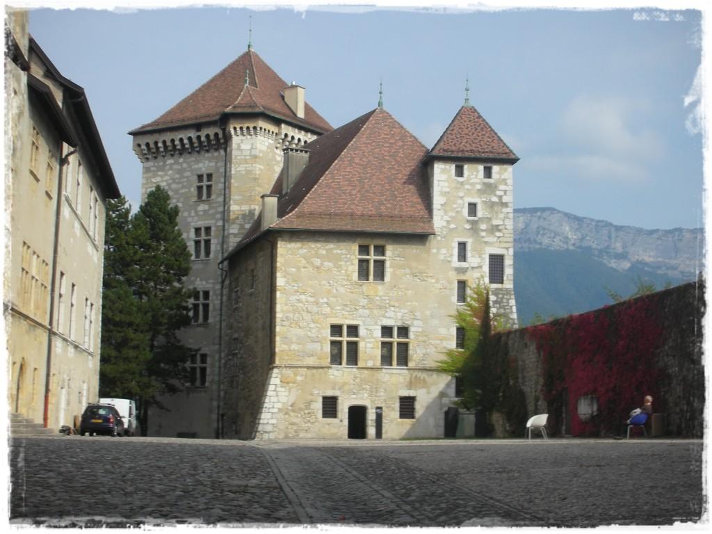 Do Castelo de Annecy se tem uma belíssima vista da cidade. Não tem preço! Mas chegar até lá foi bem arriscado, pois subimos uma ladeira pior do que as de Belo Horizonte...