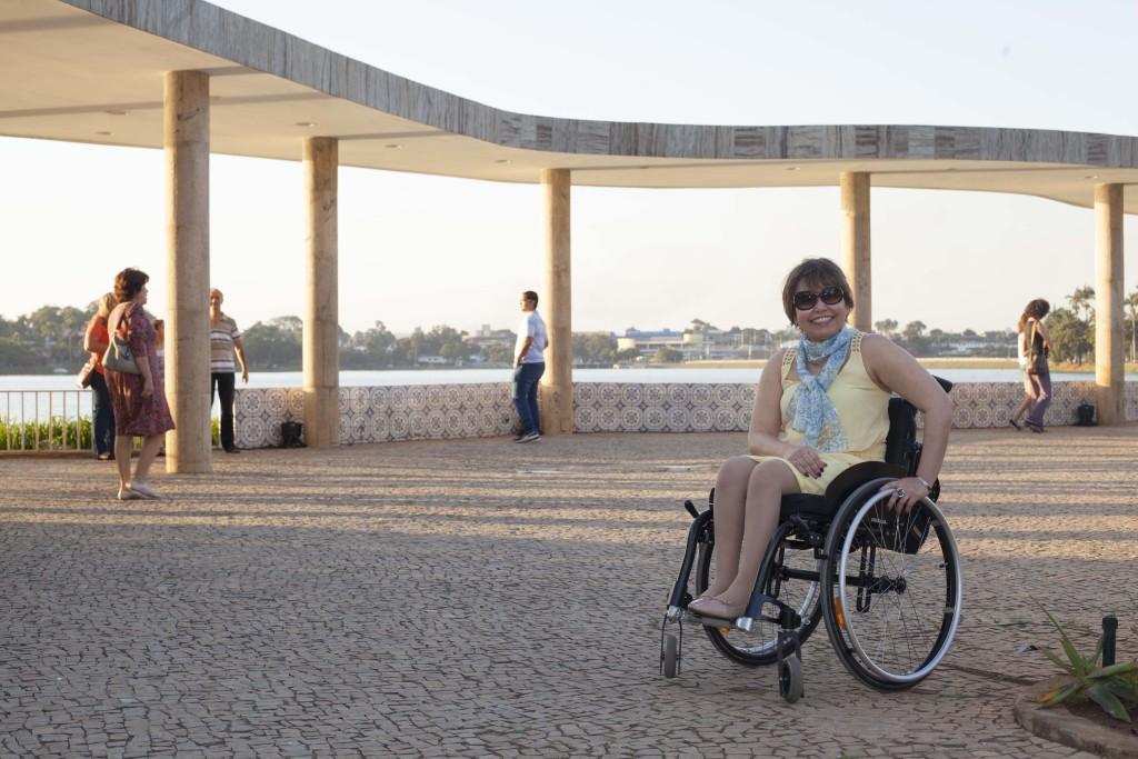 As linhas curvas de Niemeyer totalmente presentes na laje da entrada, com bela vista da Lagoa (com possibilidade de um belo pôr do sol!)