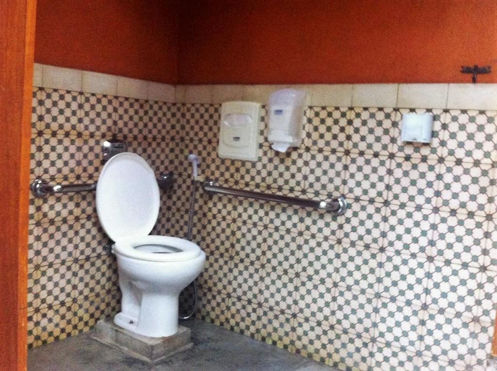 Segundo Pedro, o Xapuri tem banheiro acessível e grande.