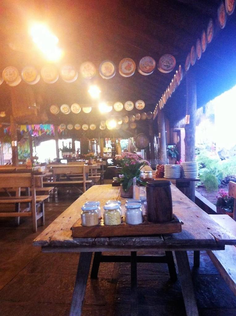 No Xapuri, a comida é mineira, e a decoração também.