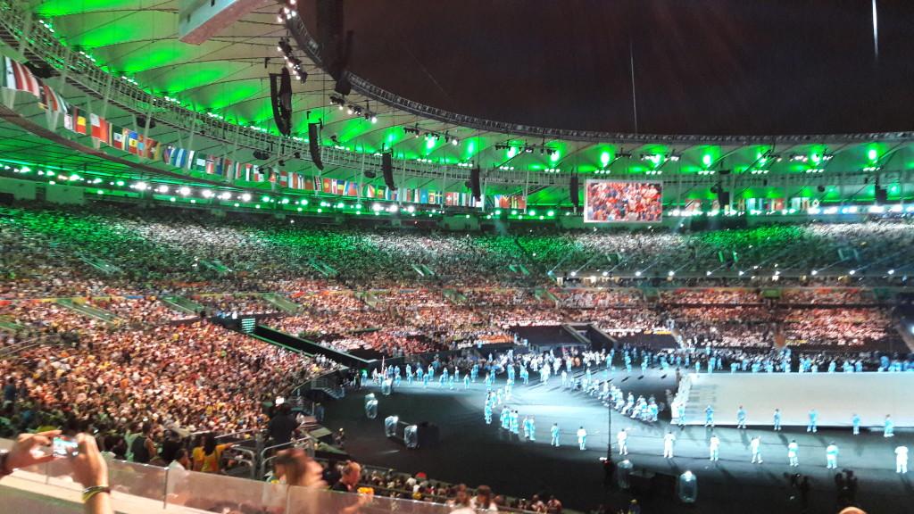 Delegação brasileira foi ovacionada ao entrar no estádio. Impossível esquecer a energia dessa vibração do público!