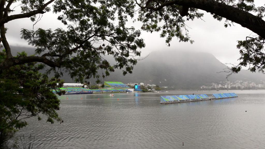 Estádio da Lagoa Rodrigo de Freitas. Mesmo nublado, a paisagem é linda.