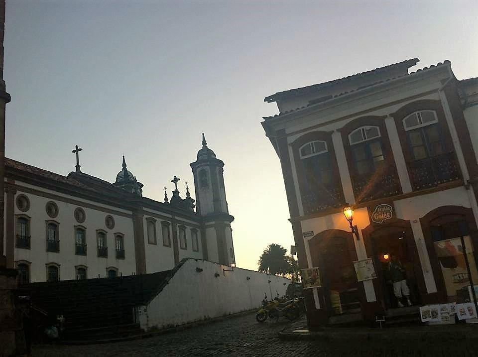 Fim de tarde no entorno da Praça dos Inconfidentes (foto do acervo do Pedro)