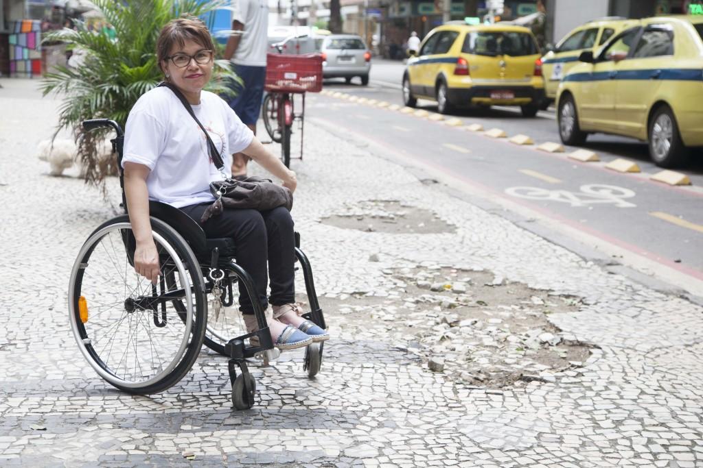 Ai, ai... algumas calçadas em Copacabana estão dando tristeza. Que desmazelo!