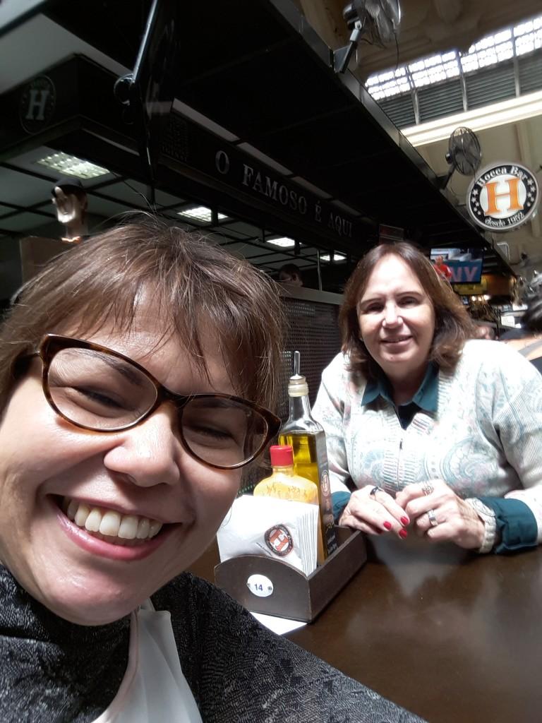 Ida e eu no Hocca Bar, o templo dos pastéis de bacalhau!