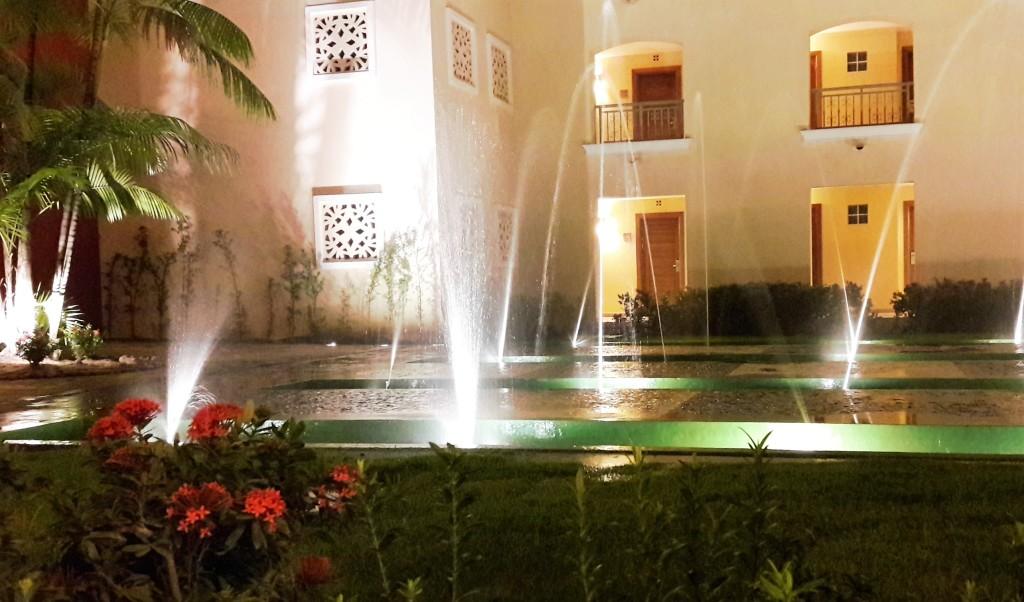 """Em todos os edifícios, há jardins internos. Veja que lindo o que ficava no """"meu"""" corredor... <3"""