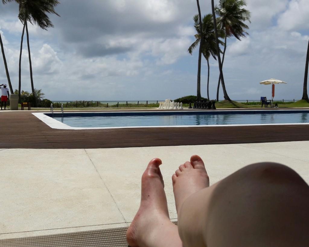 Da piscina mais calma, também se pode contemplar o mar...