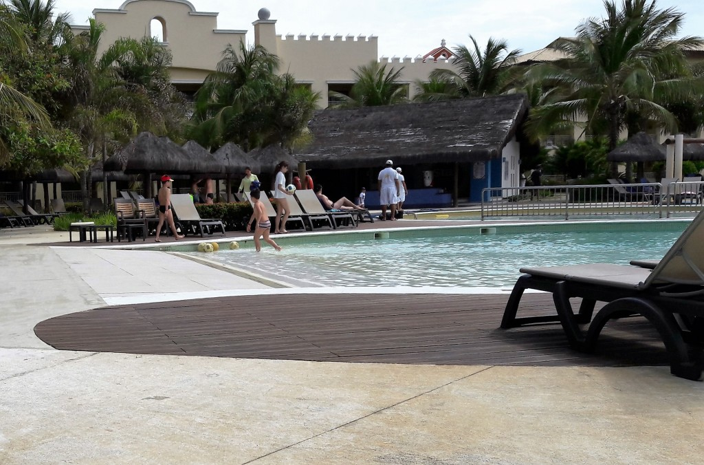 Observe a piscina com entrada zero.