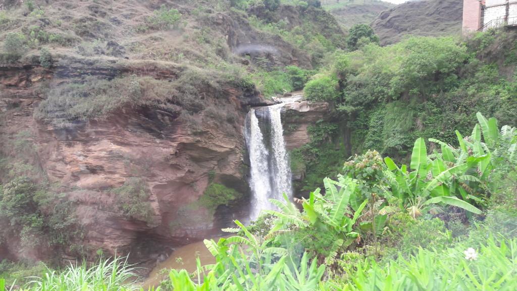 Uma das cachoeiras que avistamos durante a viagem.