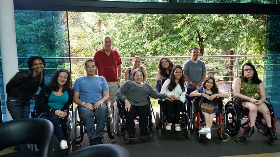 Na foto, as pessoas que compareceram ao 1º Encontro Mielo Descomplicada