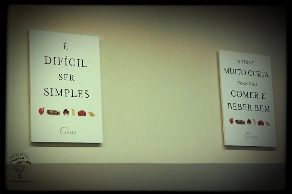 """Os cartazes espalhados por todo lado (estes estavam no hall do estacionamento) fazem parte da parafernália que te coloca no """"clima Eataly"""". (Foto minha)"""