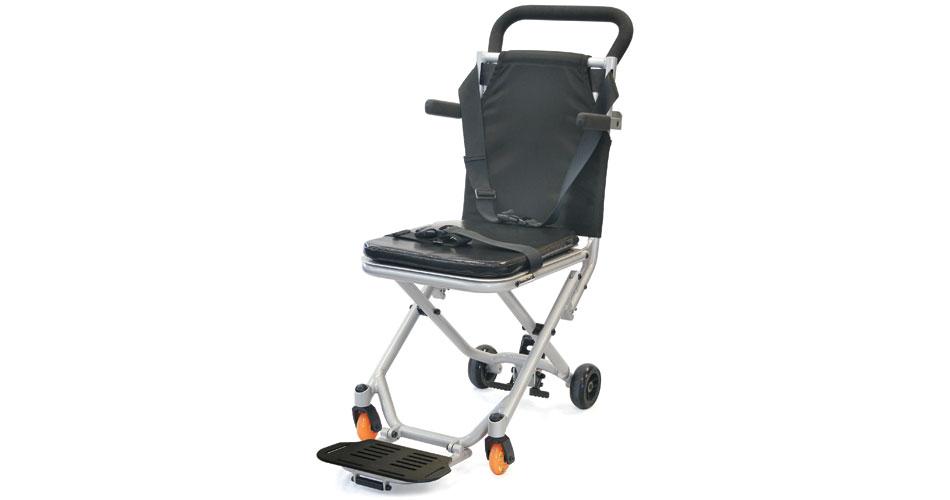 Há vários tipos de cadeira de transbordo, mas elas são sempre muito estreitas, para poder passar nos apertados corredores das aeronaves