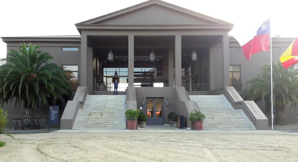 Este é o centro de visitantes. A entrada para pessoas com mobilidade reduzida se faz pela lateral direita na foto.