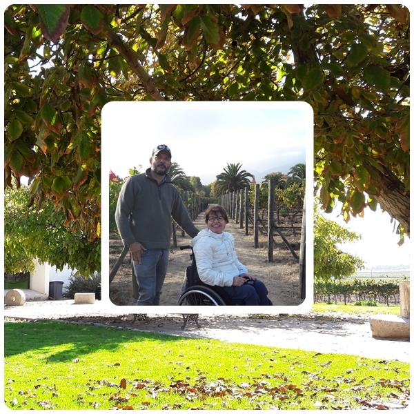 Na foto, estou com o Cláudio na vinícola Veramonte.